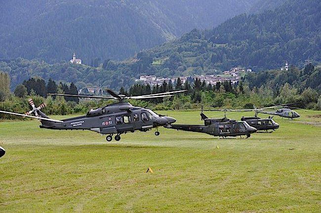 Alcuni elicotteri partecipanti all'esercitazione (foto Aeronautica Militare)