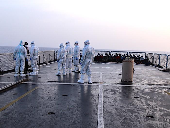 """Marina Militare: operazione di soccorso naufraghi del pattugliatore """"Comandante Foscari"""" a Nord di Tripoli"""