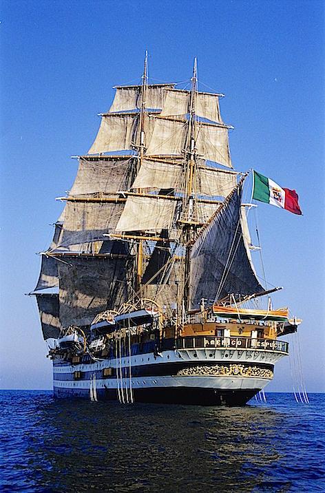 L'Amerigo Vespucci in navigazione (foto Marina Militare)