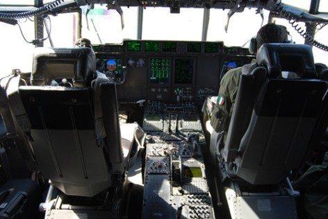 La cabina di pilotaggio di un C130 (foto Claudio Toselli)