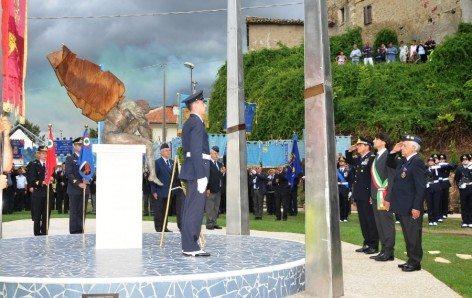 3-Onori-ai-caduti-presso-il-Monumento-di-Gimigliano1