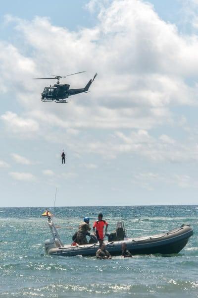 Un HH212 del 9° Stormo durante l'esercitazione in mare (foto Aeronautica Militare)