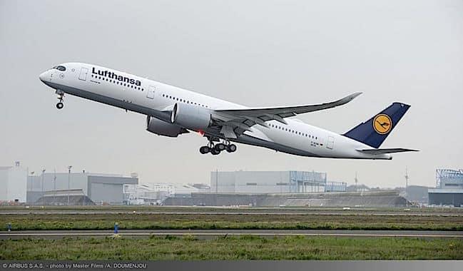 800x600_1480426684_a350_xwb_lufthansa_first_flight_-_take_off1