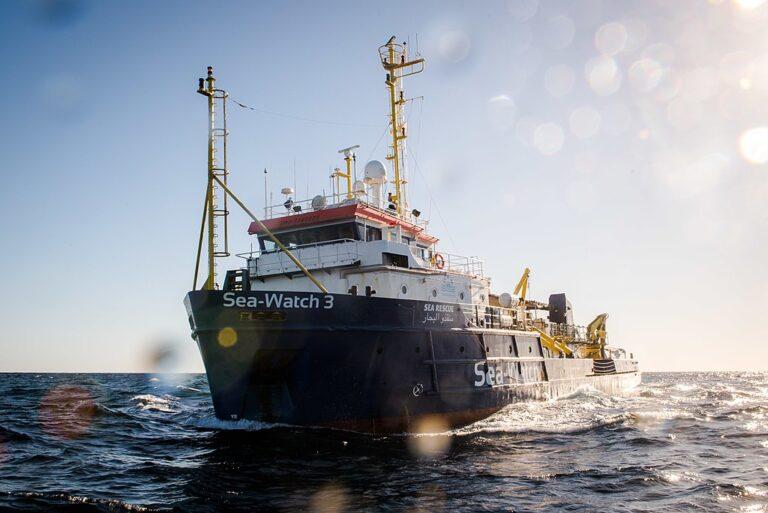 """Guardia Costiera: sottoposta a fermo amministrativo la nave """"Sea-Watch 3"""""""