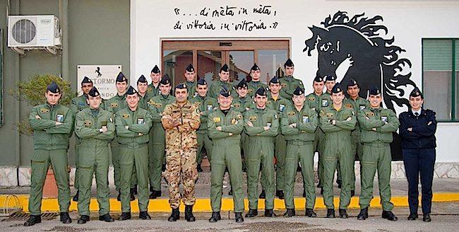 9° Stormo di Grazzanise, immagine di rito con il gruppo dei piloti  al termine del corso (foto 9° Stormo)