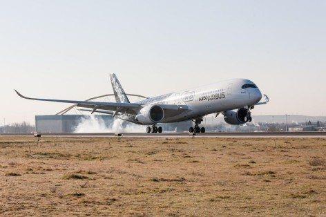 il nuovo Airbus A350 XWB (foto Airbus)