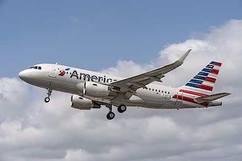 AIRBUS A320_American_Airlines_take_off_57ef828353