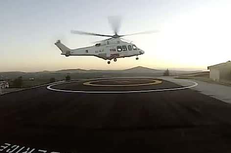 Trasferimento dell'equipe trapianti dell'Ismett per l'espianto di un polmone da un donatore di Trapani con elicottero AW 139 EC-KJT del 118 Sicilia/Inaer dall'elisuperficie di SOS Valderice destinazione Palermo (foto: Youtube Sosvalderice)