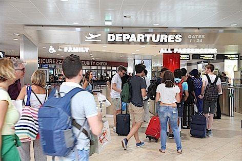 L'area partenze dell'Aeroporto di Bologna (foto Aerop. di Bologna)