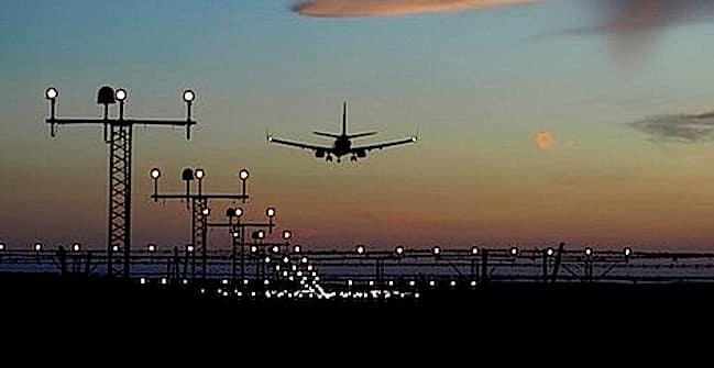 Aeroporto Calvert 650px Public Domain jet-437741_960_720