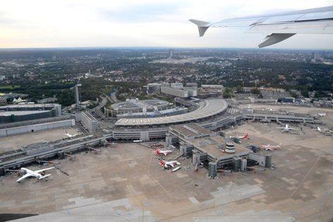 L'aeroporto di Dusseldorf (foto de.Wikipedia)