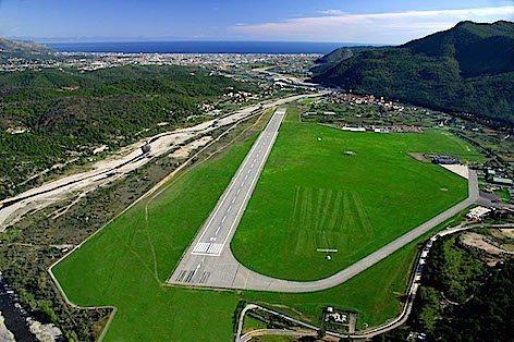 """L'aeroporto Internazionale """"Clemente Panero"""" Villanova di Albenga (foto villanovalbenga.net)"""