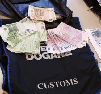 Agenzia Dogane seq. contanti pisa 201510114