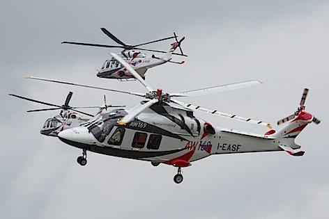 In primo piano l'elicottero Agusta Westland AW169 (foto Dura-Ace)