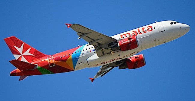 Air_Malta_A319_9H-AEH_(foto B767Muck per wikimedia Commons) climbing_out_of_FCO