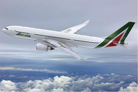 L'A330 Alitalia dotato di nuova livrea (foto Alitalia)