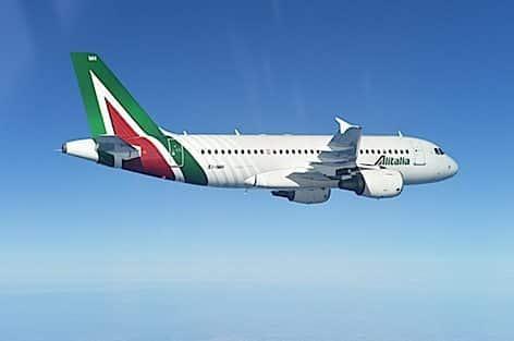 Alitalia Airbus A319 in volo (foto Alitalia)