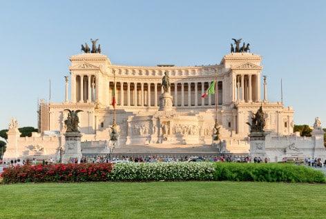 L'Altare della Patria - Il Vittoriano (foto Wikipedia)