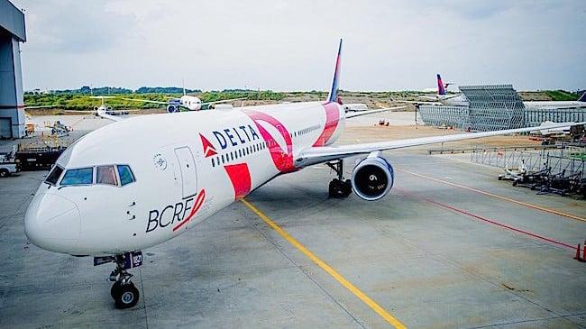 Il Pink Plane BCRF di Delta (foto: Chris Rank, Rank Studios per Delta Air Lines)