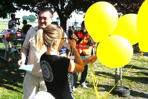 L.'avv. Giovanni Baracca ed Elisa Nannini, durante l'inaugurazione dell'area dedicata al padre Pier Antonio (foto Baldi)