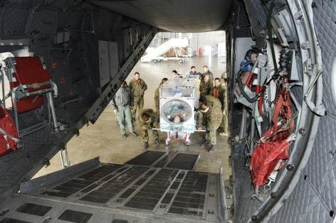 Esercitazione con barella ATI (foto d'archivio militarynewsfromitaly.com)
