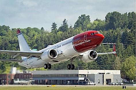 Norwegian celebra la consegna del primo Boeing 737 8S Max