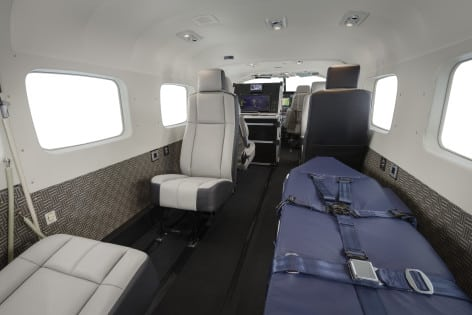 Gli interni del  Textron Cessna Special Mission Caravan in configurazione MedEvac con barella e consolle ISR (foto Cessna - Textron Inc.) Textron Cessna Building C-13 (ICT) Wichita, KS  USA