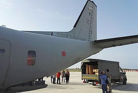 """L' Aeronautica Militare riporta """"L' Amorino dormiente"""" del Caravaggio da Lampedusa a Pisa"""
