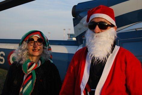 Un primo piano di Babbo Natale e della Befana