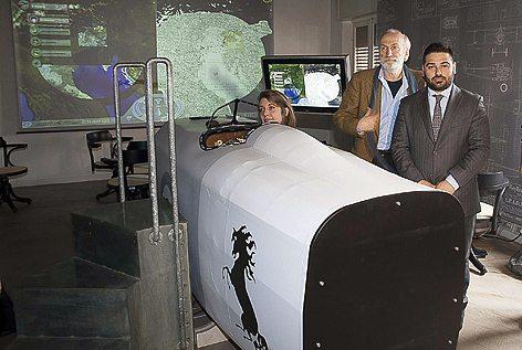 Il simulatore di volo del Museo Baracca: Da sx: l'assessosre Anna Giulia Gallegati, il direttore del Museo Daniele Serafini e il sindaco di Lugo Davide Ranalli