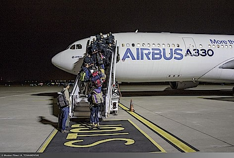 embarking-of-aid-workers-at-lyon