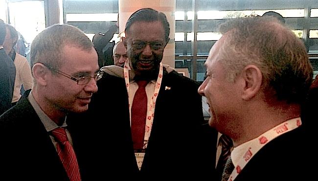 Il ministro del Turismo israeliano Yariv Levin (a sinistra) con l'AD di AIRiminum 2014, Leonardo Corbucci (a destra)