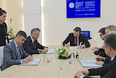 Foto 2_La firma dell'accordo