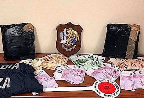 """Guardia di Finanza di Bologna: sequestrati nel corso di una """"consegna controllata"""" 5 kg di cocaina"""