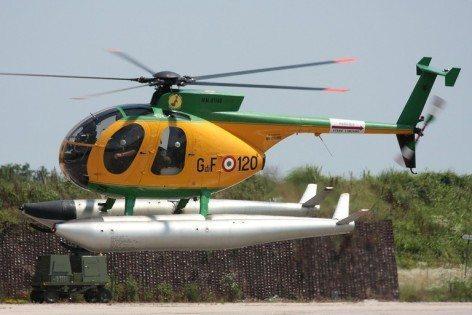 L'elicottero NH500 della GdF in decollo (foto Guardia di Finanza)