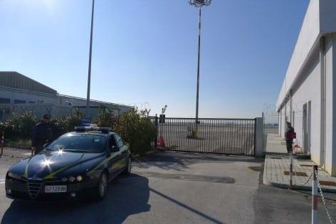 GdF Rimini - intervento dei finanzieri durante l'Operazione Tax Free (foto GdF Rimini)