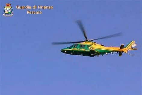 L'elicottero MCH 109A NEXUS del Reparto Operativo Aeronavale della Guardia di Finanza di Civitavecchia – Sezione Aerea di Pratica di Mare (fermo imm. video GdF)