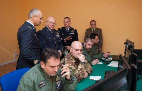 Gen. Preziosa nella sala regia del Simulatore FAC