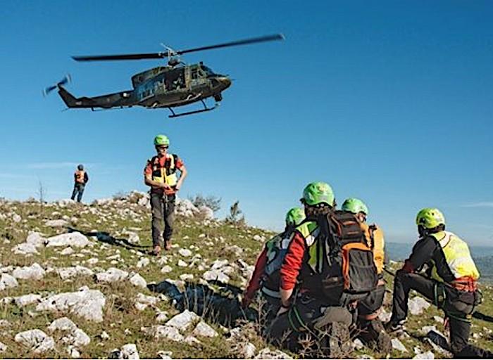 Soccorso aereo: equipaggio dell'A.M. in azione per recuperare una donna di 36 anni dispersa