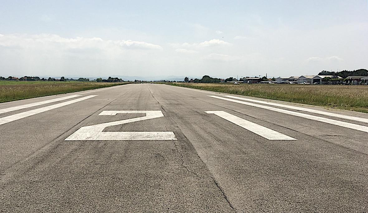 Aeroporto Villa San Martino di Lugo - Testata pista 21 (foto Massimo Baldi)