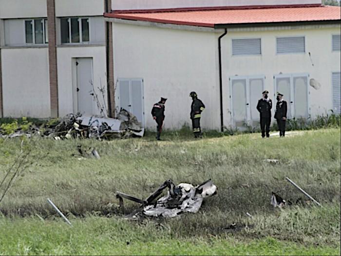 Un volo d'addestramento di routine si trasforma in una tragedia. Morti due esperti piloti a Ravenna
