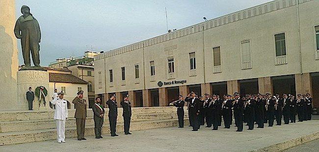 La banda Ami esegue inno nazionale in piazza Baracca (1)