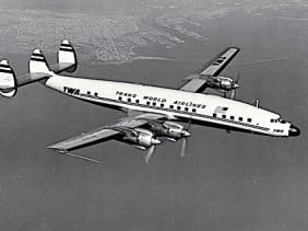 Lockheed_L-1649_Constellation_TWA 472