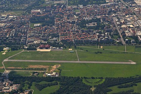 L'aeroporto di Milano Bresso (foto MLWatts - Wikimedia)