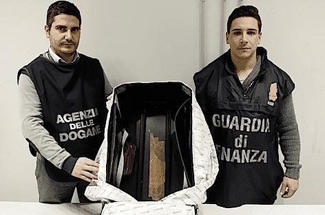 Parte della sostanza stupefacente sequestrata a Milano Malpensa (foto Guardia di Finanza)