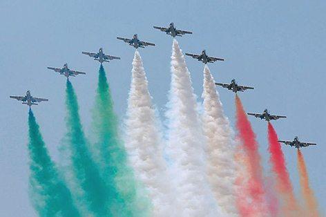 Formazione con fumi Tricolori della PAN (foto Aeronautica Militare)
