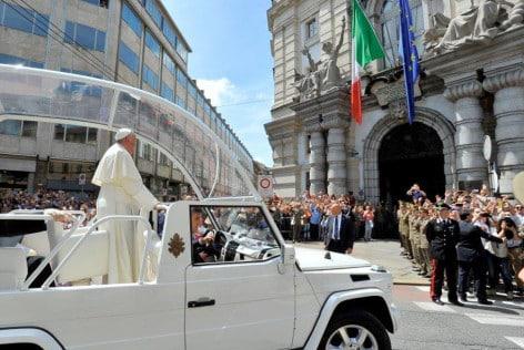 Il Papa davanti alla Scuola di applicazione dell'Esercito (foto E.I.)