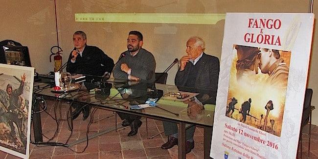 Da destra: Renzo Preda, presidente Unuci Lugo, il sindaco Davide Ranalli e Mauro Antonellini, presidente Squadriglia del Grifo (foto: Ufficio Stampa Unione Comuni Bassa Romagna)