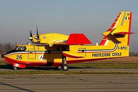 Un Canadair della Protezione Civile (foto Protezione.civile.gov)