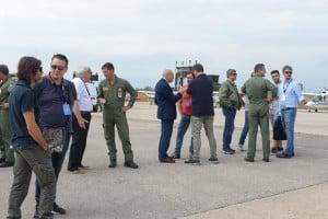 Relatori e frequentatori durante la visita alla mostra statica